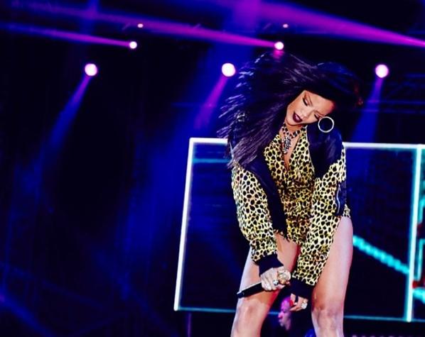 Rihanna en plein concert au Cape Town Stadium