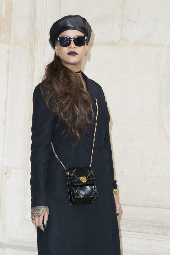 Rihanna : Elle offre un relooking complet à la Reine d'Angleterre !