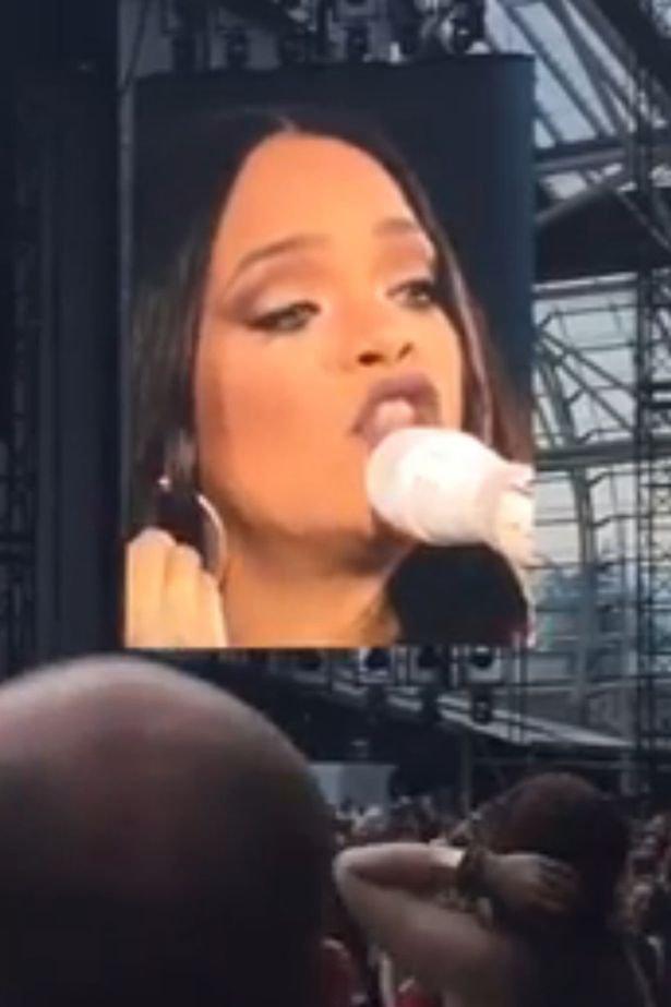 Photos : Rihanna en larmes pendant son concert à Dublin
