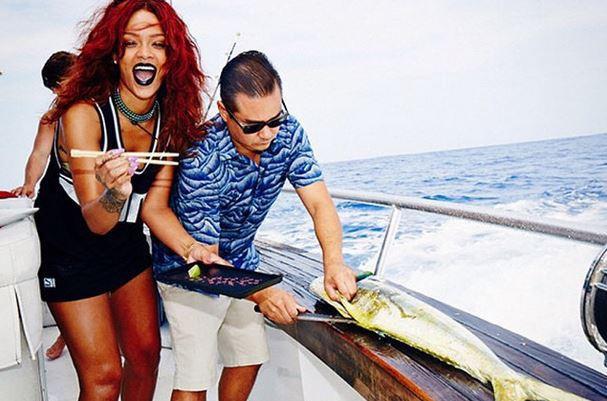 Photos : Rihanna : en vacances, elle s'initie à la culture locale... A sa manière !