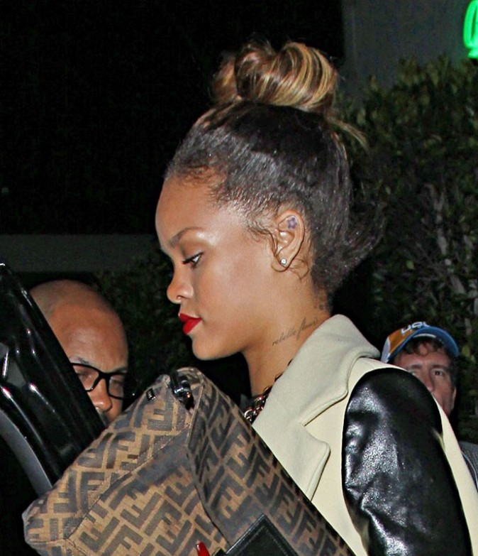 Vous aimez quand elle se coiffe les cheveux en chignon ?