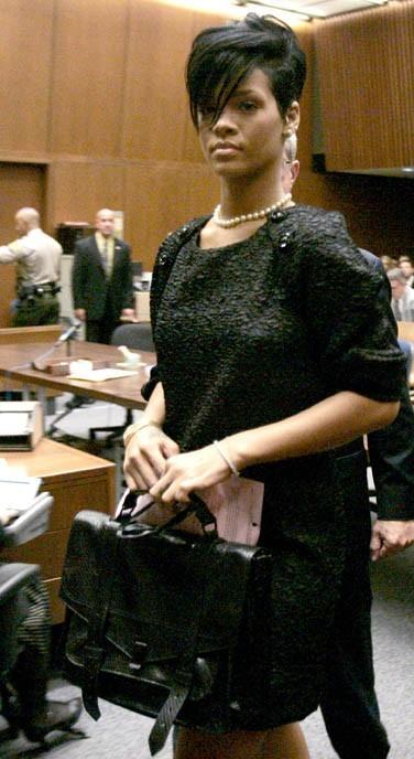 Au tribunal, Rihanna porte plainte contre Chris Brown
