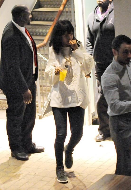 Rihanna à la sortie du Cirque le Soir Club à Londres, le 10 mars 2014.