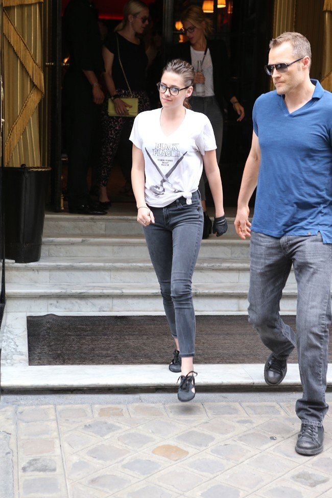 Kristen Stewart à la sortie du Costes, à Paris, le 2 juillet 2013