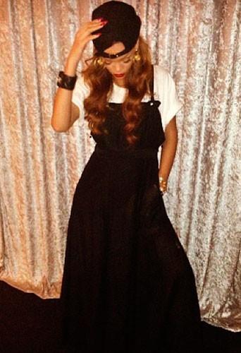 Rihanna porte ses créations : Robe Longue Noire : 95€