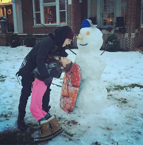 """Thanksgiving 2014: Justin Bieber fait des bonhommes de neige: """"Faites des souvenors avec ceux que vous aimez"""" !"""