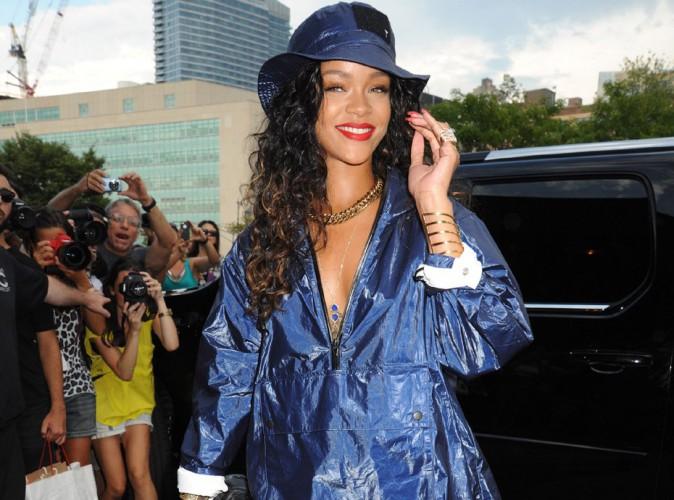 Photos : Rihanna : l'art de rendre un look de pluie super sexy à la Fashion Week de New-York !