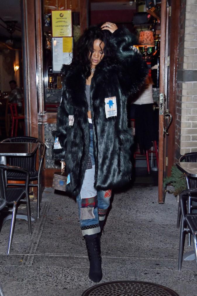 Photos : Rihanna : la Bad Gal super stylée dégaine la fourrure !