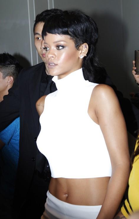 Rihanna inaugurant une nouvelle boutique M.A.C. à Hong King le 15 septembre 2013