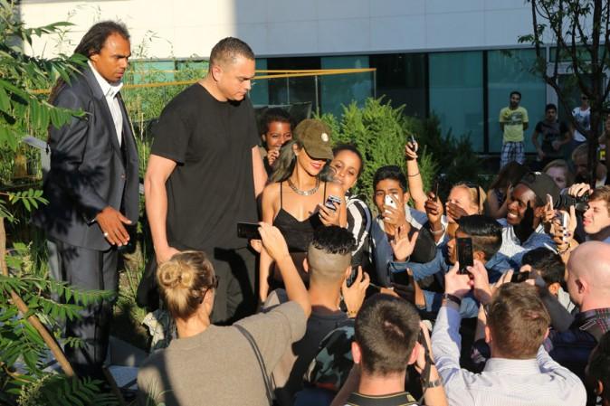 Rihanna avec ses fans à Oslo le 25 juillet 2013