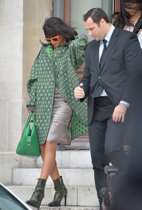 Rihanna à la sortie du défilé Stella McCartney organisé à l'Opéra Garnier de Paris le 3 mars 2014