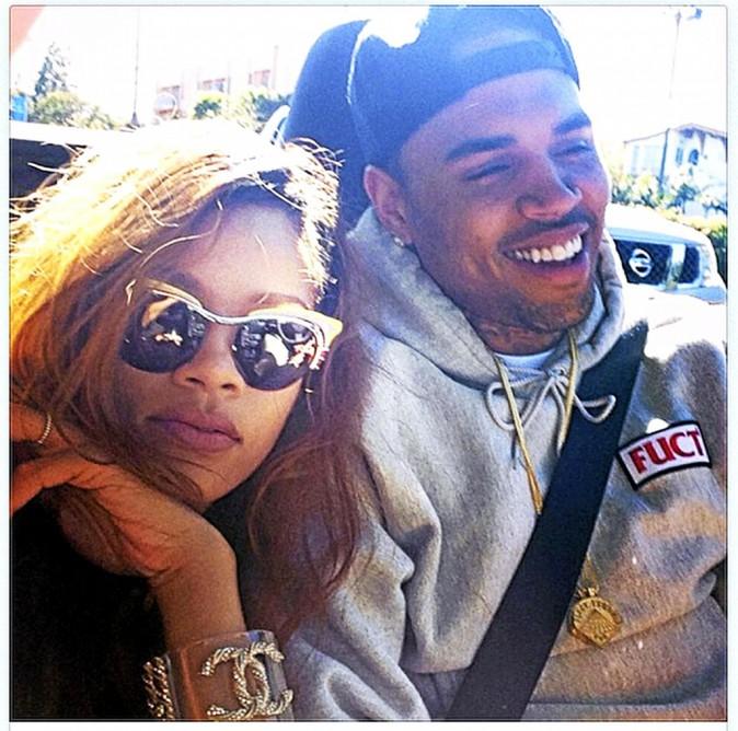 """Chris Brown. De l'amour à la haine ! En février 2009, Rihanna et son """"premier grand amour"""" se disputent dans leur voiture. La chanteuse est..."""