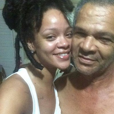 Photos : Rihanna se dévoile sans make-up avec son papa !