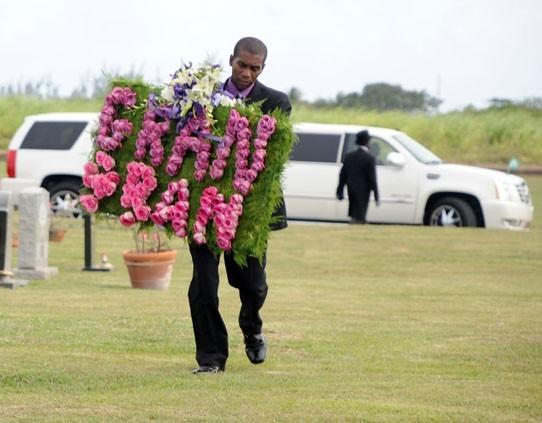 Rihanna à l'enterrement de sa grand-mère à la Barbade le 10 juilet 2012