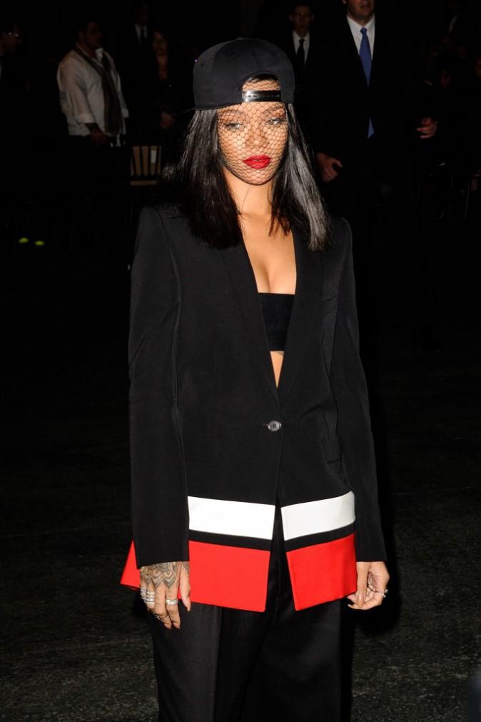 Rihanna se rendant au défilé Givenchy à Paris, le 2 mars 2014.