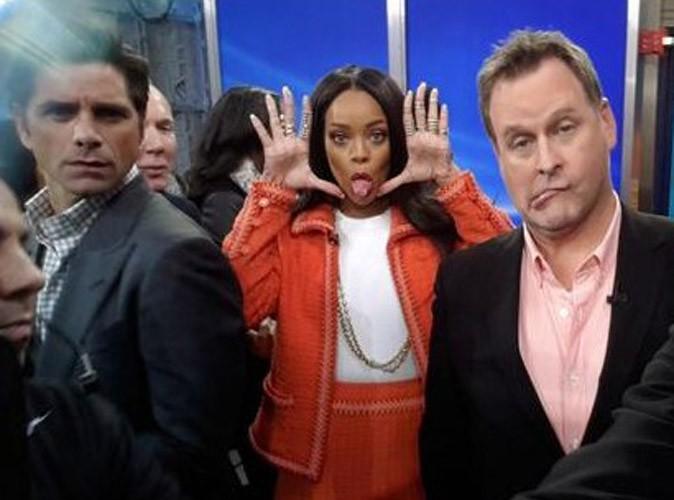 """Rihanna et les acteurs de la série """"La Fête à la Maison"""" sur le plateau de Good Morning America, le 29 janvier 2014."""