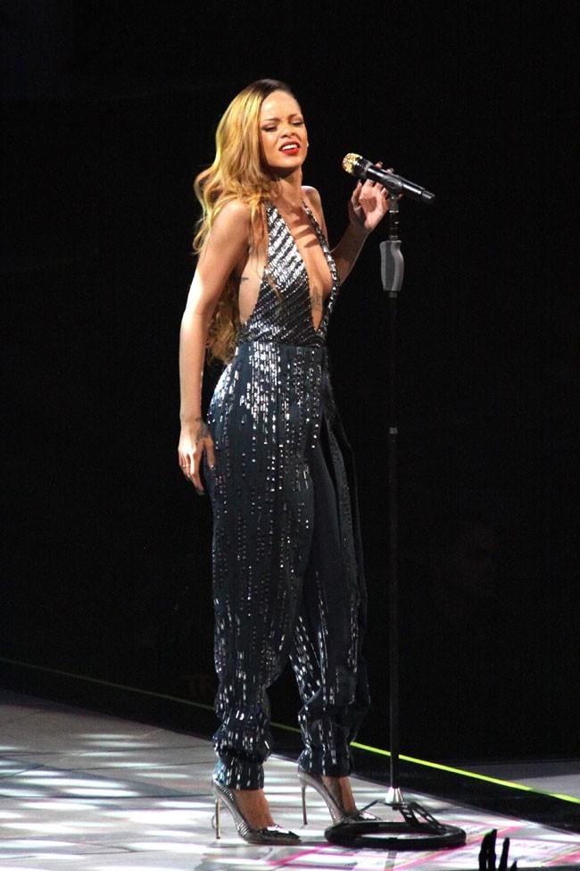 Rihanna sur la scène du First Niagara Center de Buffalo le 8 mars 2013