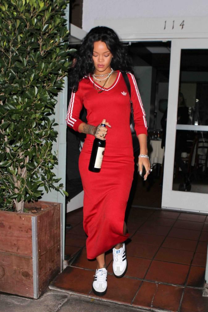 Rihanna : triste mine et bouteille de vin à la main, nous ferait-elle une dépression ?