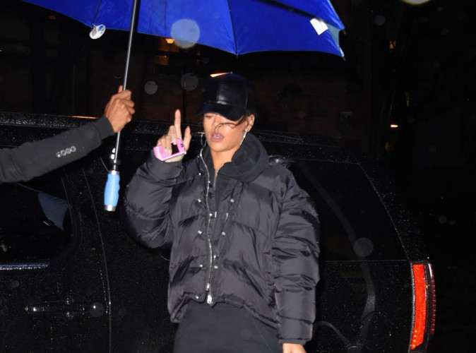 Rihanna : umbrella et bottes colorées pour affronter le mauvais temps new-yorkais !