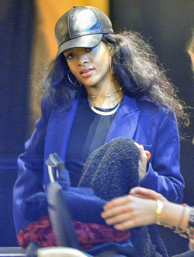 Rihanna : une beaut� naturelle et (t)�tonnante !