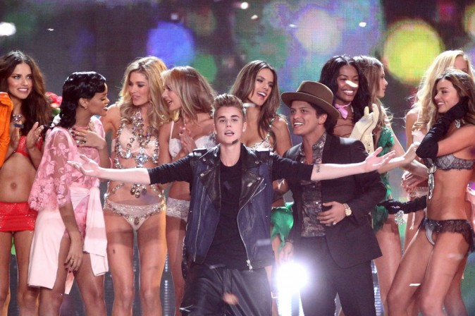 Rihanna, Justin Bieber et Bruno Mars lors du défilé Victoria's Secret, le 7 novembre 2012.
