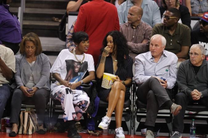 Photos : Rihanna : une spectatrice très dissipée dans les gradins !