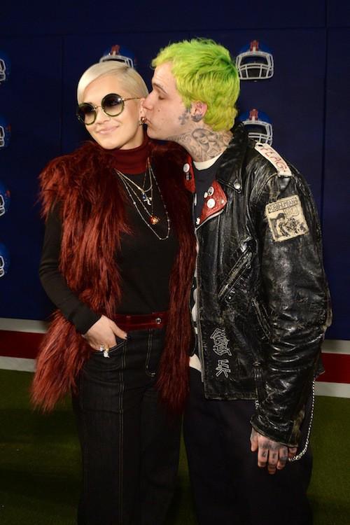 """Photos : Rita Ora : beauté rétro et in love au défilé de son """"beau-papa"""", Tommy Hilfiger !"""