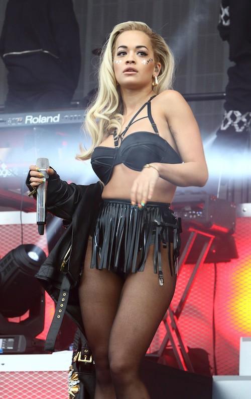 Photos : Rita Ora : cuir, soutif et poses suggestives : la sexy girl est de retour !