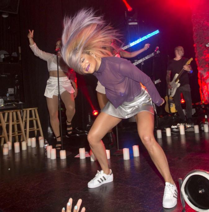 Rita Ora : Déchainée sur scène, elle ne laisse que peu de place à l'imagination...