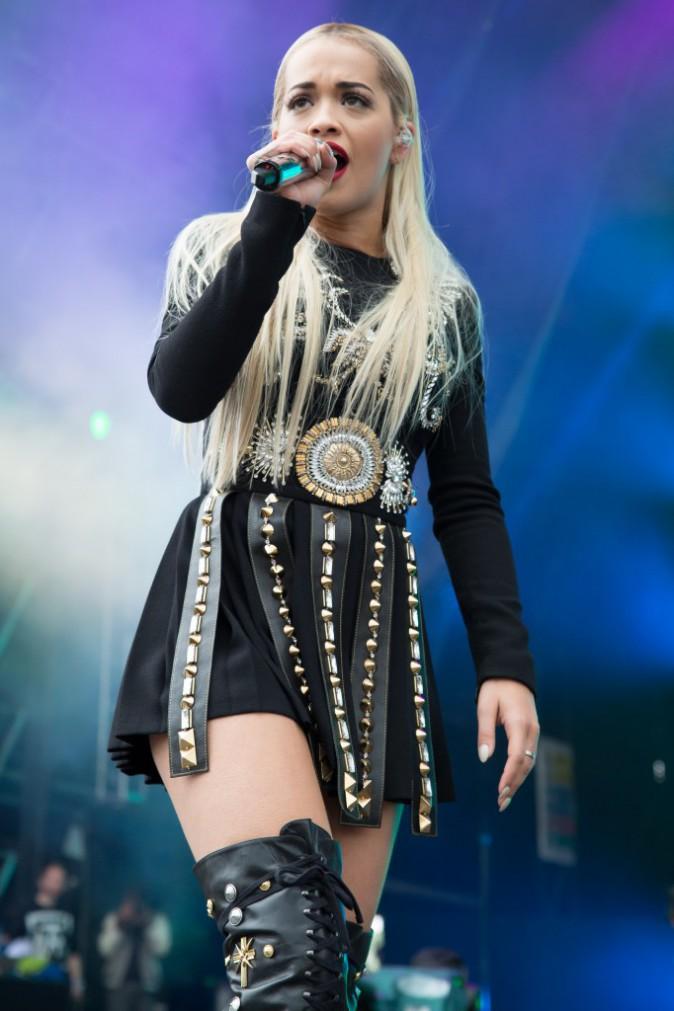 Photos : Rita Ora : elle tâcle son ex Calvin Harris en plein concert !