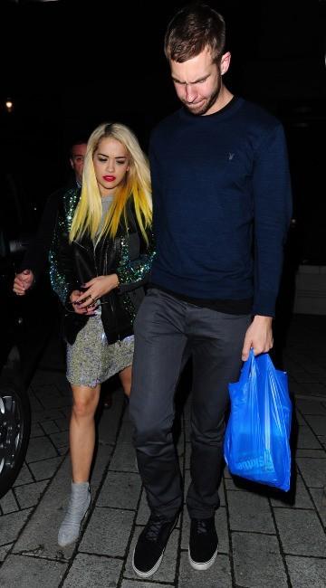 Rita Ora sort du restaurant avec son chéri Calvin Harris