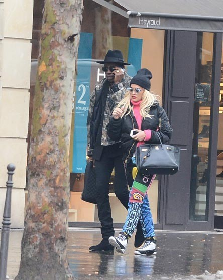 Rita Ora en virée shopping à Paris le 22 janvier 2013