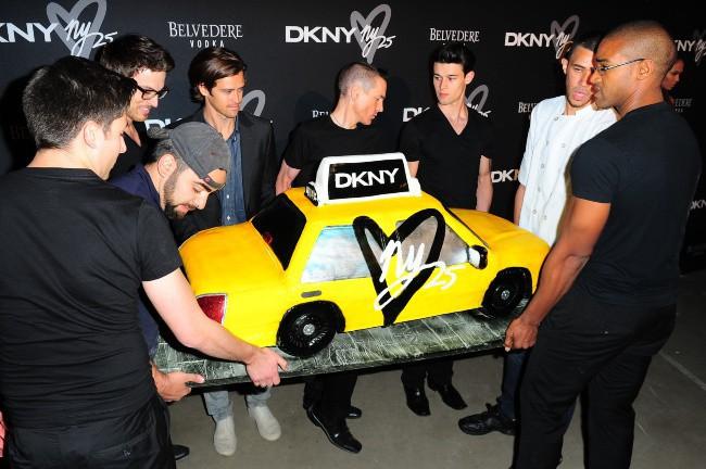 Gâteau d'anniversaire des 25 ans de la marque DKNY à New York, le 9 septembre 2013.