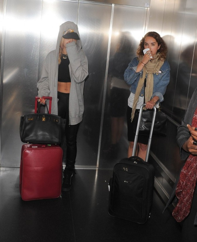 Rita Ora à l'aéroport Heathrow de Londres avec sa soeur le 27 juin 2013