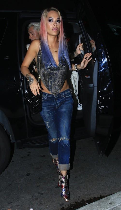 Photos : Rita Ora joue les Barbie Girl avec son look sexy et ses nouvelles mèches !