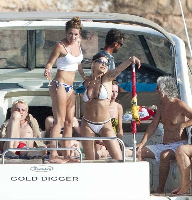 Rita Ora à Ibiza le 3 août 2015
