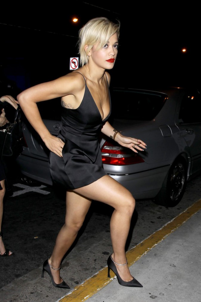 Photos : Rita Ora : pas le temps de déprimer… la single lady s'affiche so sexy pour aller faire la fête !