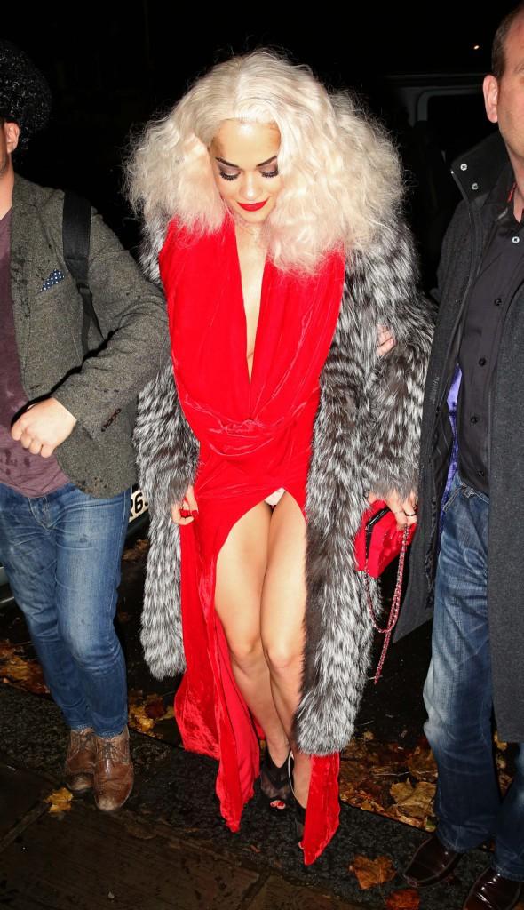 Rita Ora se rend à sa soirée d'anniversaire à Londres, le 26 novembre 2013.