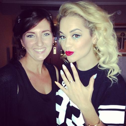 Rita aux côtés de Leah Light, spécialiste des ongles de stars, un vrai métier !