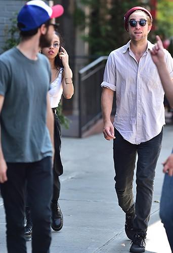 Robert Pattinson et la chanteuse FKA Twigs à New York le 27 août 2014