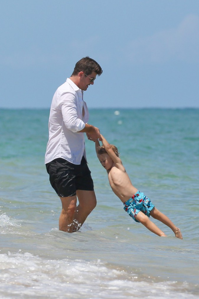Robin Thicke : papa dévoué, il fait comme si rien ne s'était passé !