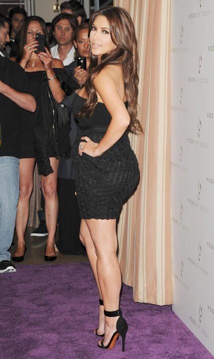 Kim Kardashian, toujours ravie de montrer son plus bel atout...