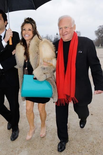 Buzz Aldrin se rendant au défilé Elie Saab à Paris, le 7 mars 2012.