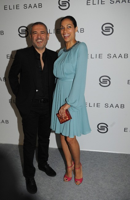 Elie Saab et Rosario Dawson au défilé Elie Saab à Paris, le 7 mars 2012.