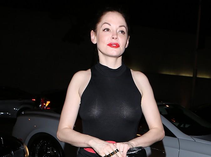 Rose McGowan : rouge aux lèvres et tétons à l'air, difficile de la louper !