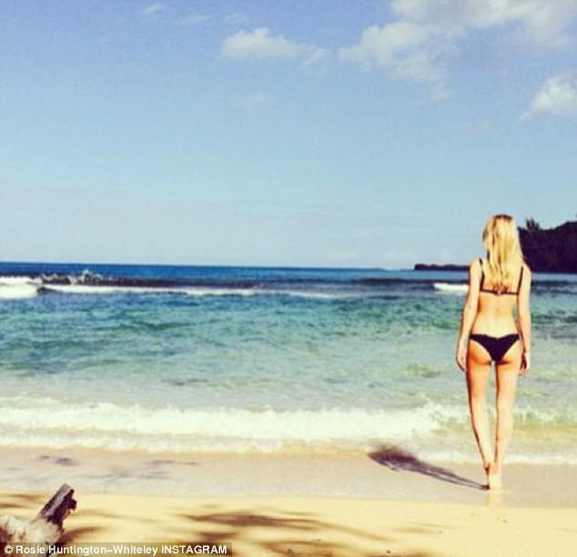 Rosie Huntington-Whiteley en vacances à Hawaï !