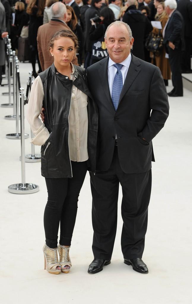 Sir Philipp Green et sa fille Chloe lors du défilé Burberry à Londres, le 20 février 2012.