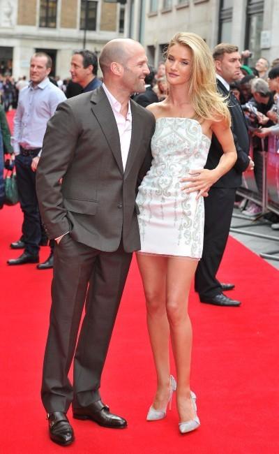 Rosie Huntington-Whiteley et Jason Statham lors de la première du film Crazy Joe à Londres, le 17 juin 2013.