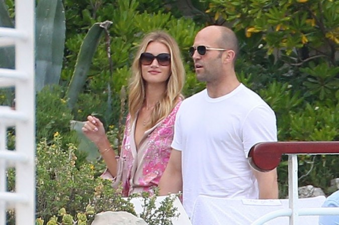 Rosie Huntington-Whiteley et Jason Statham en vacances à Antibes le 9 juin 2013