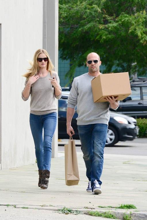 Rosie Huntington-Whiteley et Jason Statham en virée shopping à Los Angeles le 1er avril 2013